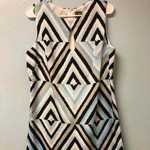 Sleeveless dress with lining